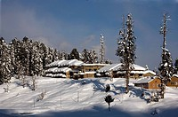 KASHMIR _ Winter sports in Gulmarg, Kasjmir Kashmir, India. Gulmarg is India´s prime ski resort with a cable car up to an altitude of 4200 meter and u...