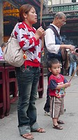 People praying, mother with child, Longshan Temple, Taipei, Taiwan