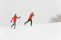 Italy, South Tyrol, Couple cross_country skiing