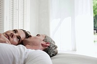 Germany, Hamburg, Couple lying in bed, side view, portrait