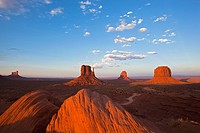 USA, Arizona, Monument Valley Tribal Park, West Mitten Butte