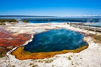 USA, Yellowstone Park, West Thumb Geyser Basin, Abyss Pool
