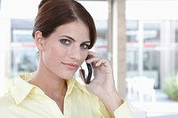 Germany, Cologne, Businesswoman using mobile phone, portrait, close_up