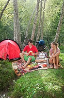 Austria, Salzburger Land, Couple having a picnic