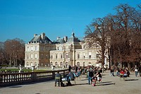 People relaxing in the Jardin du Luxembourg, Paris