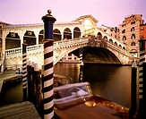 Rialto bridge Ponte l Rialto over the Grand canal Venice