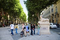 Sculpture and people on a promenade, Passeig des Born, Palma, Mallorca, Spain, Europe