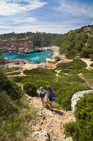 Mother and daughter hiking to the bay Cala s´Almonia, Mallorca, Balearic Islands, Mediterranean Sea, Spain, Europe
