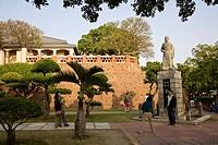 Tourists in front of statue of Koxinga, Zheng Chenggong, Fort Zeelandia, Tainan, Republic of China, Taiwan, Asia