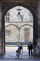 England, Oxfordshire, Oxford, Bursar and cyclist at the gate of Christ Church College.