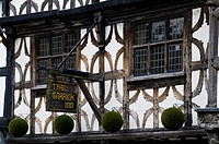 England, Warwickshire, Stratford upon Avon, The timber beamed facade of the old Garrick Inn pub in Stratford upon Avon.
