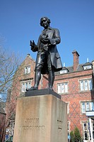 England, Staffordshire, Stoke_on_Trent, Statue of Josiah Wedgwood standing on Winton Square in Stoke_on_Trent. Wedgwood was an innovative designer, a ...