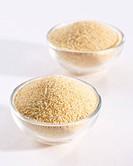 Garlic powder in glass dishes