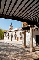 Street from the arcade, Plaza Mayor. Tembleque, Toledo province, Castilla La Mancha, Spain