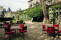 TERRACE AT THE HOTEL DE LA CITE, ORIENT EXPRESS HOTELS, MEDIEVAL CITY OF CARCASSONNE, AUDE 11, FRANCE