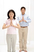 Couple, Couple standing with hands praying and eyes closed (thumbnail)