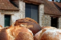 BAKED ROUND LOAVES, BEVILLE_LE_COMTE, THE WHEAT ROUTE, EURE_ET_LOIR 28, FRANCE