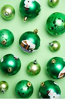 Green Christmas baubles (thumbnail)