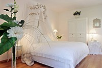 THE WHITE ROOM, BED BREAKFAST ´LE DOMAINE DE PEUPLIERS´ IN SAINT_LUBIN DE CRAVANT, EURE_ET_LOIR 28, FRANCE