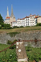 RAMPARTS DESIGNED BY VAUBAN SURROUNDING THE CITY OF BAYONNE, BASQUE COUNTRY, BASQUE COAST, BAYONNE, PYRENEES ATLANTIQUES, 64, FRANCE