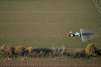 FERTILIZING THE FIELDS, EURE_ET_LOIR, FRANCE