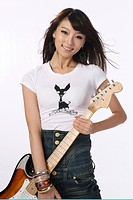 Young woman playing guitar,fashionable