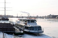 Russia, St Petersburg, cafe on the Neva (thumbnail)