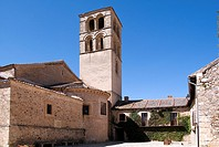Church of San Juan (dating from 13th century) as seen from Plaza del Ganado, Pedraza, Segovia province, Castilla-Leon, Spain