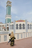 George Town, Penang (Malaysia): Muslim mother at the Floating Mosque