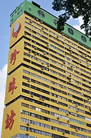 Singapore: big flat building at People's Park Centre in Chinatown