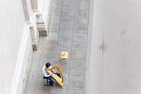 Street musician playing harp in front of the Salzburg Cathedral, Salzburg, Austria, bird´s eye view