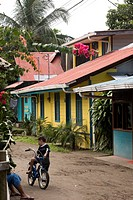 Street of the village of Tortuguero