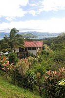 Chalet and garden near Lake Arenal