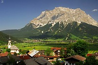 View across the villages of Lermoos and Ehrwald to the Wetterstein mountain range with Mt  Zugspitze, Germany's highest mountain, Tyrol, Austria