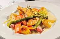 Chicken breast with fresh vegetables and potatoes
