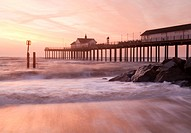 England, Suffolk, Southwold. Southwold Pier at dawn. The pier is 623 feet in length after the completion of rebuilding work in 2001, making it Britain...