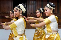 flowers dance beauty dancers kerala beautiful