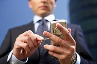 Person using a cellphone (thumbnail)