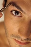 Man plugging his Eyebrow with Tweezers - Vanity - Beauty (thumbnail)