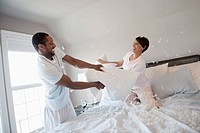 Couple having pillow fight (thumbnail)