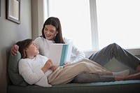 Mother reading with daughter (thumbnail)