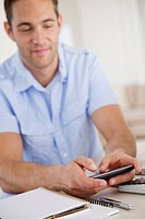 Man text messaging on cell phone (thumbnail)
