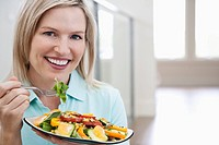 Woman eating a salad (thumbnail)