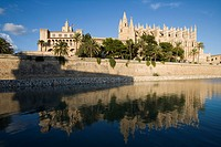 Royal Palace of Almudaina and La Seu Palma Cathedral, Palma, Mallorca, Balearic Islands, Spain, Europe