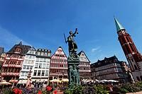 Fountain of Justice Gerechtigkeitsbrunnen, Roemerberg, Frankfurt am Main, Hesse, Germany