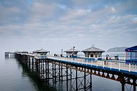 View of the 670 meters long Victorian pier, the most prominent landmark of the seaside resort town of Llandudno, Conwy County Borough, Wales, Great Br...