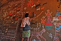Man painting tribal art on a wall in a ceremonial hall, Bastar, Chhattisgarh, India, Asia
