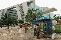 Cyberabad, food stall and motor rickshwas in front of modern building, HiTec City, Hyderabad, Andhra Pradesh, India, Asia