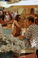 People and flowers at the market, Aix_en_Provence, Provence, France, Europe