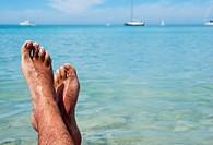Europa, Mallorca, Colonia Sant Jordi, Blick ber die eigenen Fsse zum Horizont